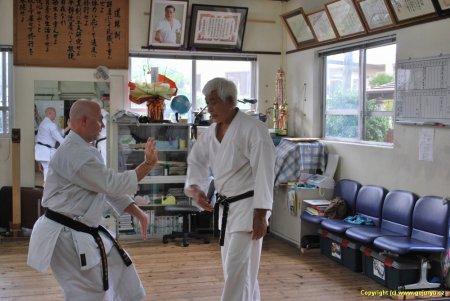 Hichiya dojo trénink na zkoušky se senseiem Shinkichi Kinjo